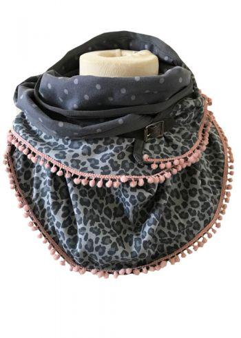 Sjaal met panter en stippen