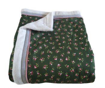 Groene handgemaakte katoenen woondeken of plaid met fleece