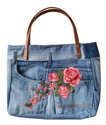 Stoere jeanstas denimtas spijkertas met grote roos applicatie Knuzz