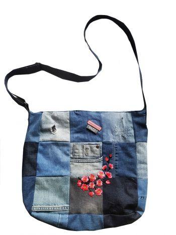 Stoere jeanstas van patchwork denim met bloem applicatie Knuzz
