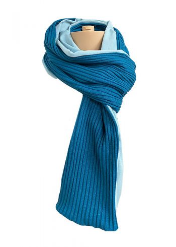 Stoere petrolblauwe gebreide sjaal