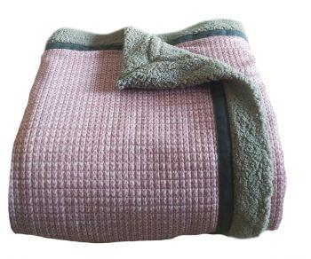 Woondeken ofplaid roze breisel tricot
